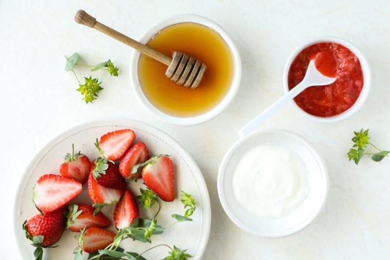 Mặt nạ sữa chua dâu tây